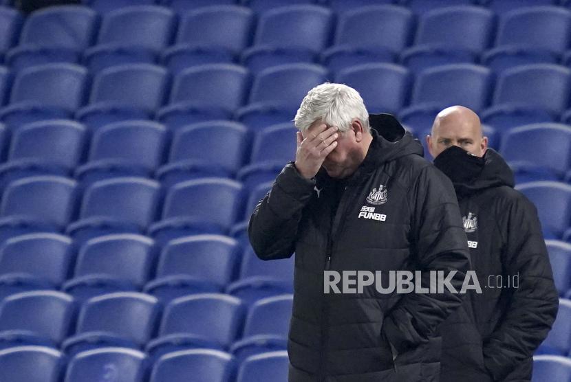 Pelatih kepala Newcastle Steve Bruce bereaksi selama pertandingan sepak bola Liga Utama Inggris antara Brighton dan Hove Albion dan Newcastle United di stadion Falmer di Brighton, Inggris, Sabtu, 20 Maret 2021.