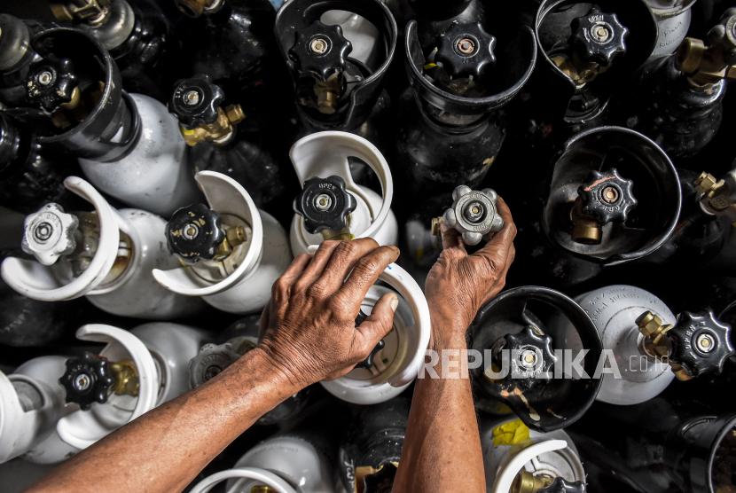 Kementerian Perindustrian (Kemenperin) bersama Asosiasi Gas Industri Indonesia (AGII) dan para pelaku industri terkait terus mendukung penyediaan oksigen medis guna kebutuhan perawatan pasien Covid-19. (ilustrasi)