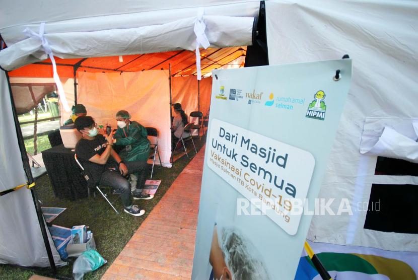 Masjid Salman ITB Vaksinasi Massal Kedua untuk 1.847 Orang (ilustrasi).