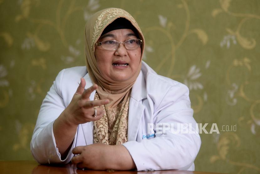 Dokter Spesialis Paru RSUP Persahabatan Jakarta Erlina Burhan saat sesi foto untuk Tokoh Perubahan Republika 2020 di Jakarta.