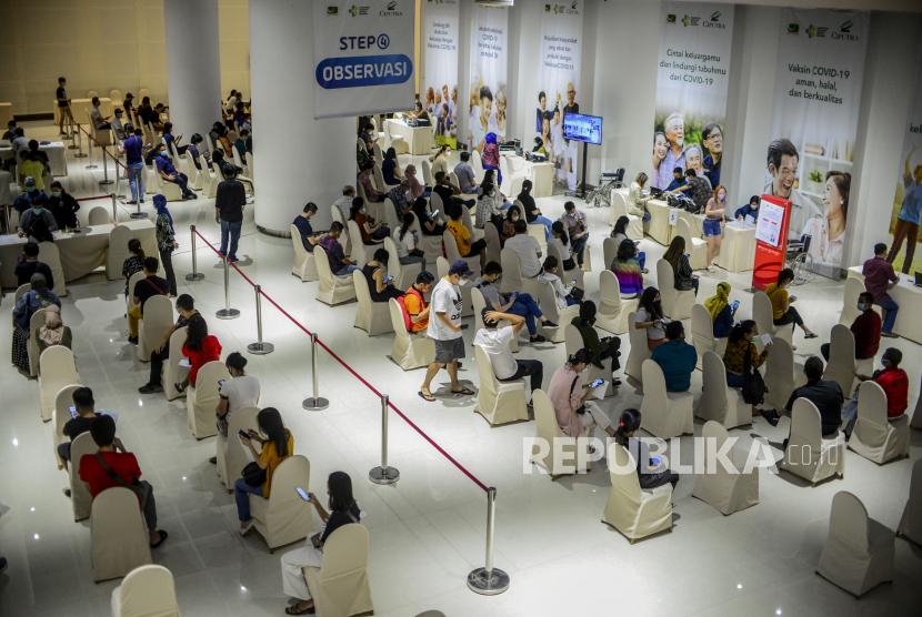 Pelaku UMKM saat menunggu waktu observasi setelah disuntik vaksin Covid-19 di Jakarta, beberapa waktu lalu. (ilustrasi)