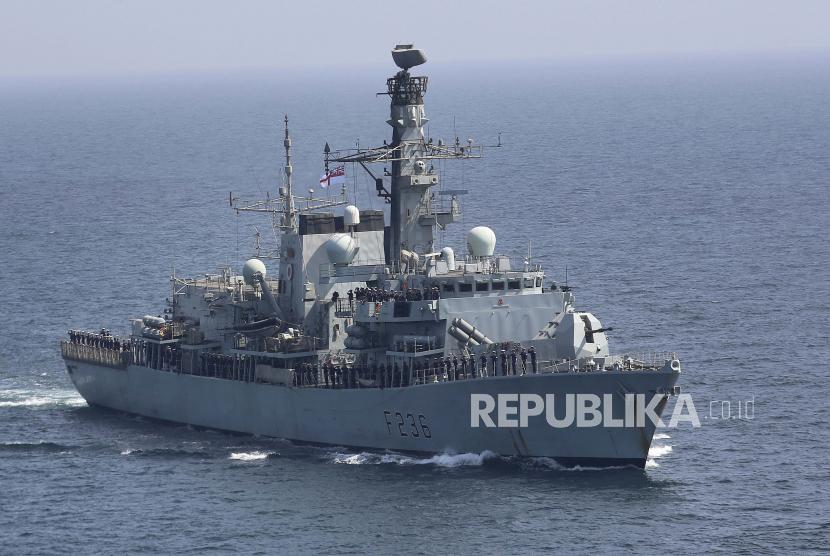 Sebuah kapal perang Inggris.