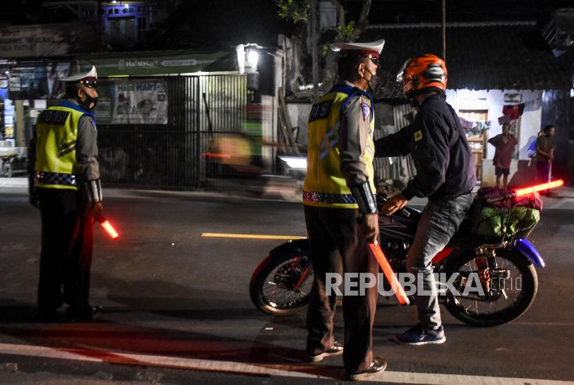 Upaya penyekatan di Kabupaten Garut dilakukan untuk mencegah lonjakan kasus Covid-19.