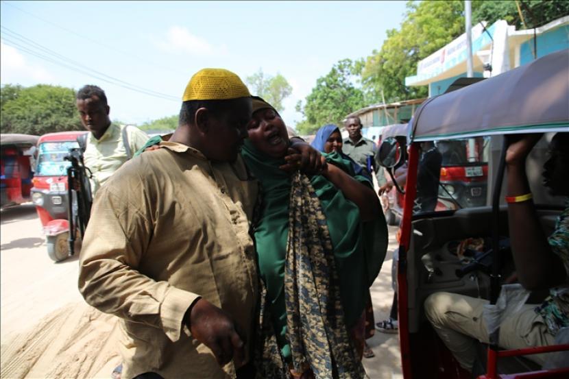 Sejumlah tentara Somalia tewas, sementara beberapa lainnya terluka ketika sebuah bom bunuh diri menargetkan pangkalan militer di Provinsi Shabelle Tengah pada Jumat (18/6).