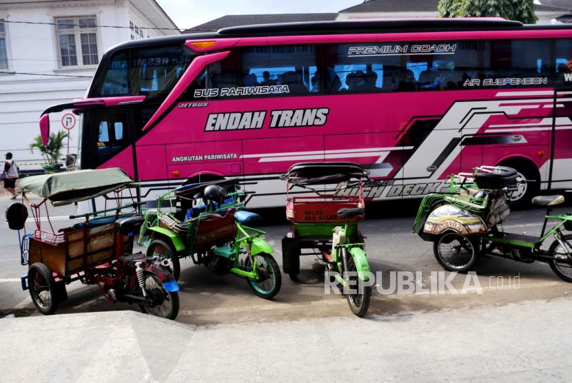 Bus pariwisata memasuki kawasan parkiran bus pariwisata Jalan Ahmad Dahlan, Yogyakarta (ilustrasi)