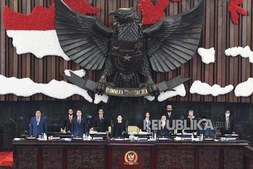 para pimpinan DPR/MPR/DPD saat memimpin Pembukaan Masa Persidangan IV Tahun Sidang 2019-2020 di Kompleks Parlemen, Senayan, Jakarta, Senin (15/6/).