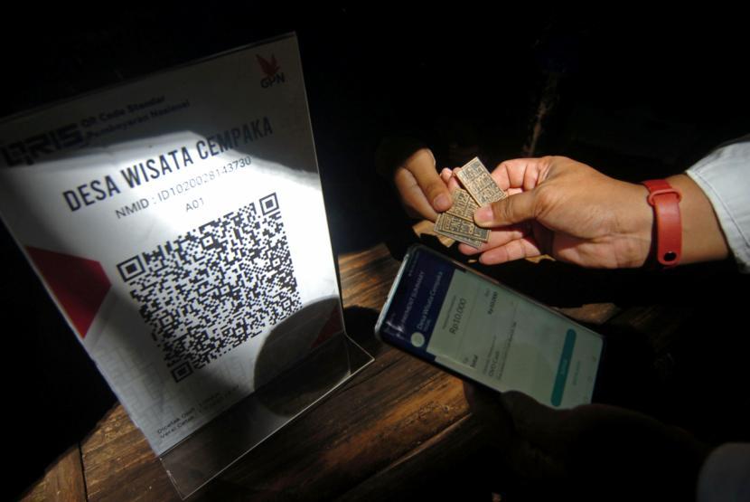 Hukum Bertransaksi dengan Uang Elektronik