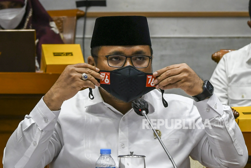 Menteri Agama Yaqut Cholil Qoumas mengikuti Rapat Kerja dengan Komisi VIII DPR di Kompleks Parlemen, Senayan, Jakarta, Senin (20/9/2021). Rapat tersebut dalam rangka penyesuaian Rencana Kerja Anggaran (RKA) Kementerian tahun 2022 sesuai hasil Banggar.
