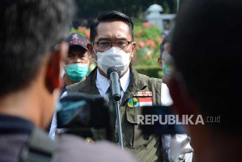 Ridwan Kamil Tinjau Apartemen Ayam untuk Petani Milenial