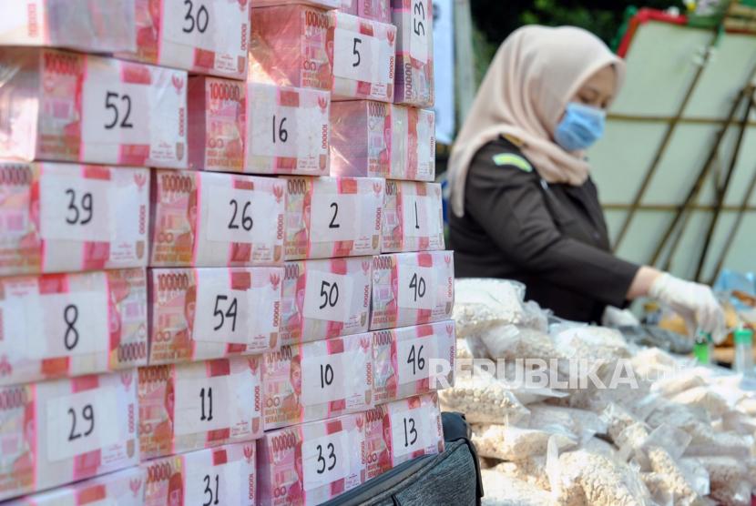 Barang buksi uang palsu (ilustrasi).