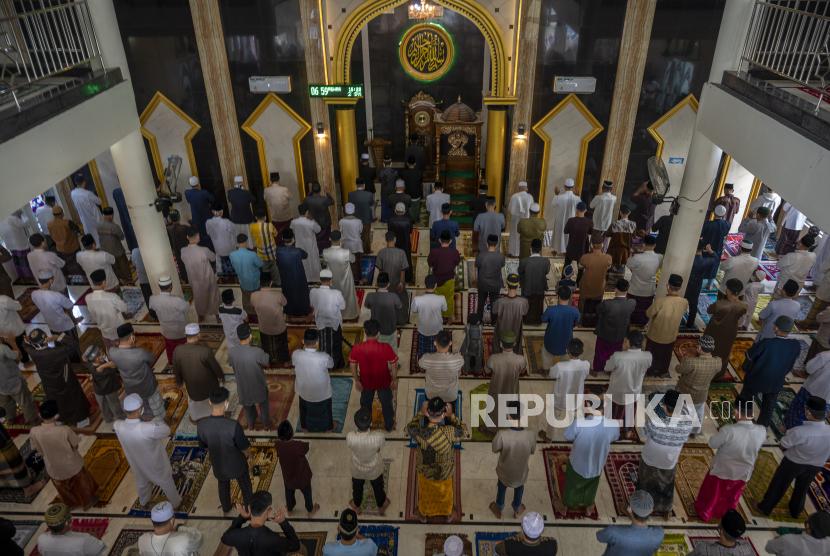 BPBD Sumut Awasi Prokes Warga Saat Sholat Id di Masjid (ilustrasi).