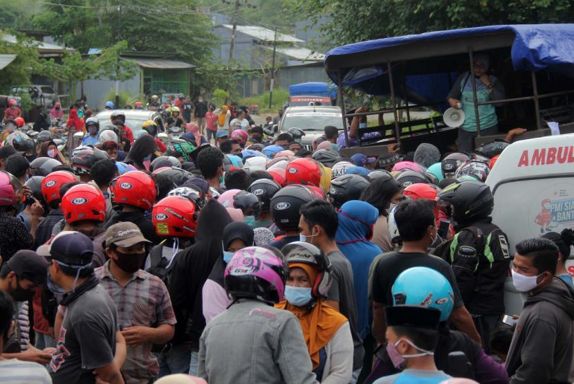 Korban Bencana Menjarah Bantuan Logistik, Bolehkah?