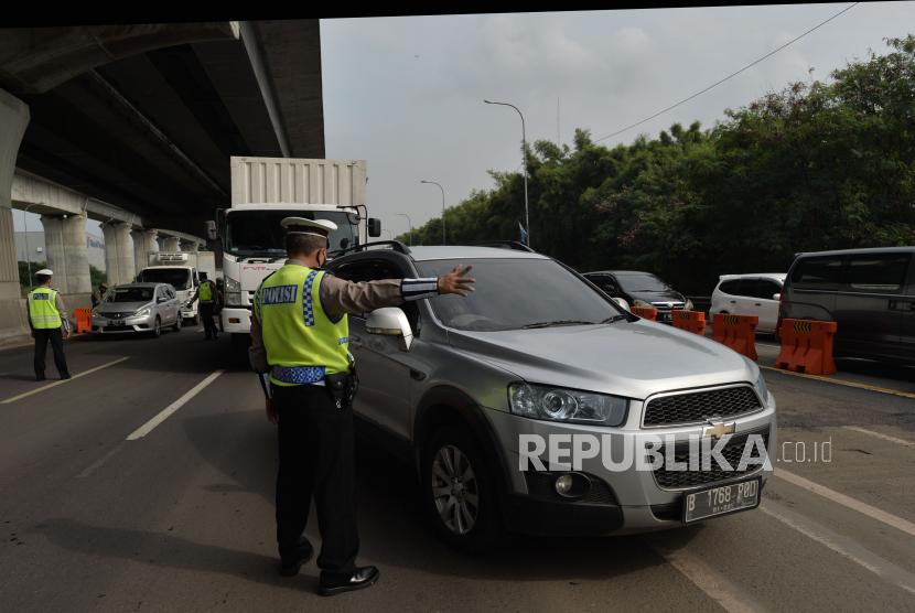 Polisi Putar Balikkan Kendaraan Pemudik di Tasikmalaya (ilustrasi).