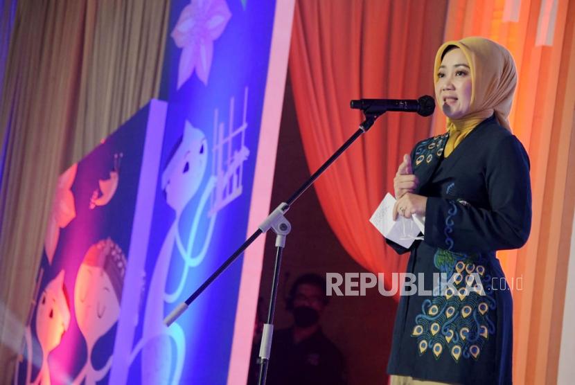 Istri Gubernur Jawa Barat M Ridwan Kamil, Atalia Praratya positif Covid-19.