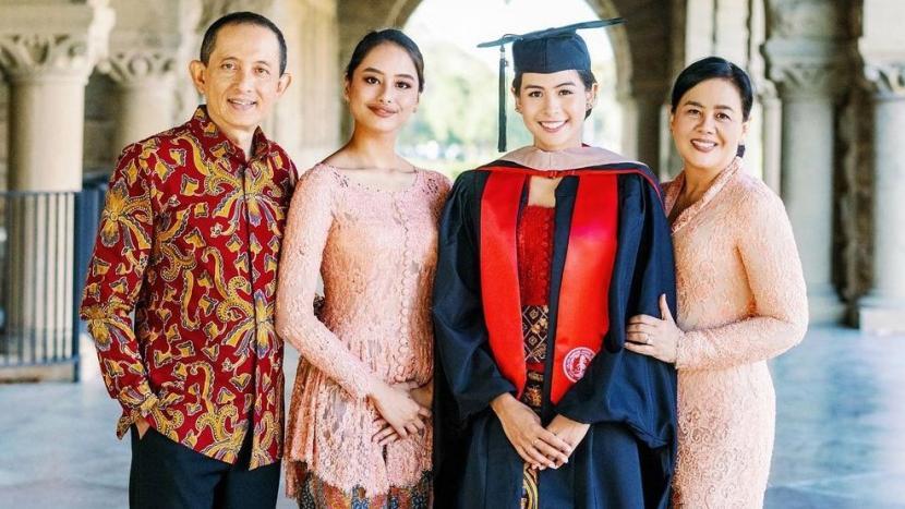 Momen wisuda kelulusan Maudy Ayunda di Stanford University