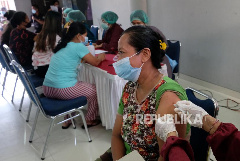 Kejar Level 1, Kota Cirebon Genjot Vaksinasi Lansia (ilustrasi).