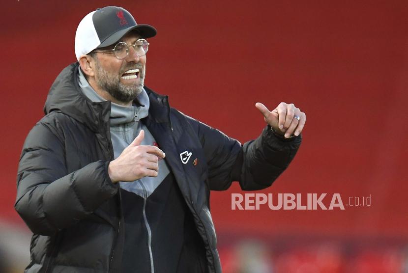 Manajer Liverpool Juergen Klopp bereaksi selama perempat final Liga Champions UEFA, pertandingan sepak bola leg kedua antara Liverpool FC dan Real Madrid di Liverpool, Inggris, 14 April 2021.