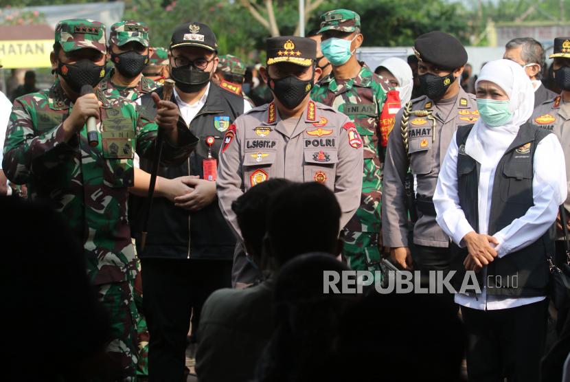 Panglima TNI Marsekal Hadi Tjahjanto (kiri)