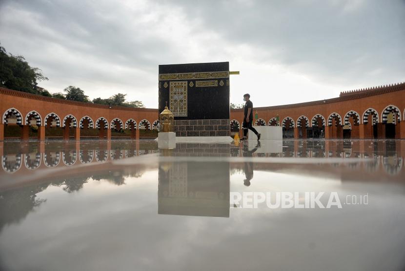 Ilustrasi umroh. Ketua DPD La Nyalla Mahmud Mattalitti, mendorong pemerintah Indonesia melobi pemerintah Arab Saudi agar mendapat kepastian resmi terkait pelaksanaan umroh.