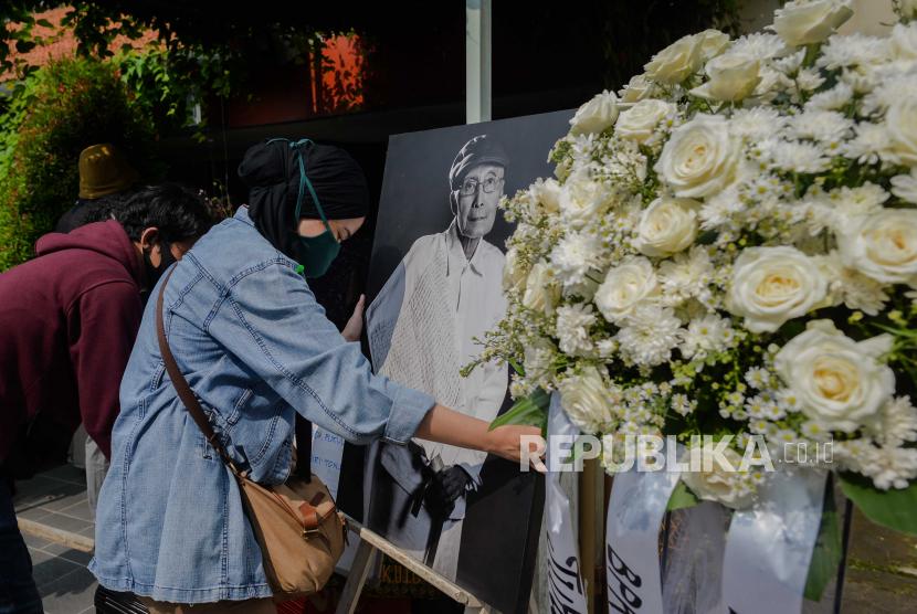 Sapardi Wafat Sastrawan Nu Kita Kehilangan Sastrawan Besar Republika Online