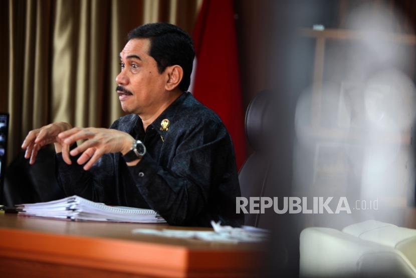 Kepala Badan Nasional Penanggulangan Terorisme Suhardi Alius memberikan paparannya saat wawancara di Kantor Kementerian BUMN, Jakarta, Jumat (22/6).