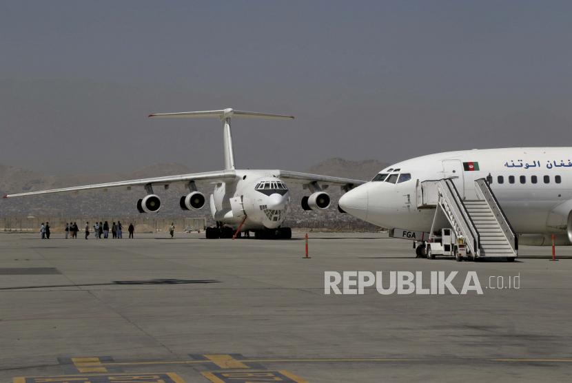 Pesawat-pesawat diparkir di Bandara Internasional Hamid Karzai di Kabul, Afghanistan, ilustrasi