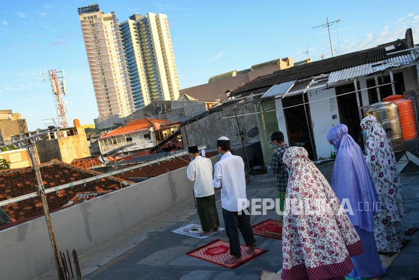 Umat Islam melaksanakan shalat Idul Fitri (Ilustrasi)