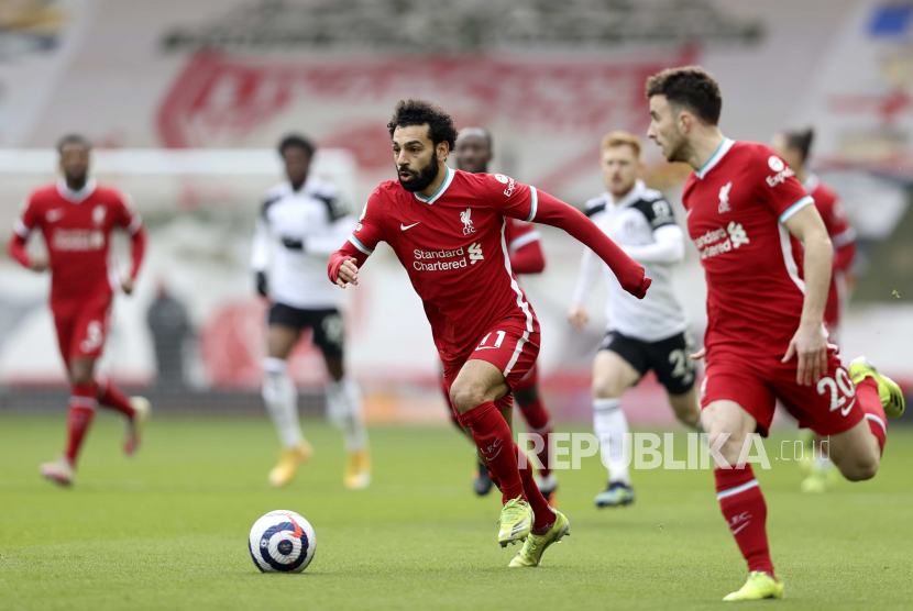 Mohamed Salah (C) of Liverpool in action during the English Premier League soccer match between Liverpool FC and Fulham FC in Liverpool, Britain, 07 March 2021.