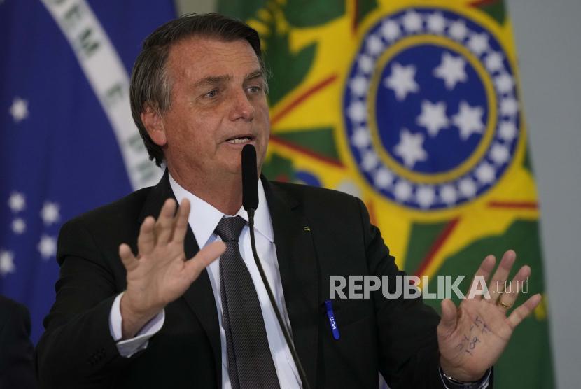 Presiden Brasil Jair Bolsonaro berbicara dalam upacara di istana kepresidenan Planalto, di Brasilia, Brasil, Selasa, 13 Juli 2021.