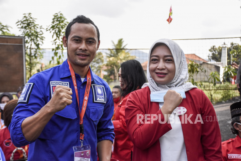 Bakal calon Bupati Bandung Yena Masoem bersama bakal calon Wakil Bupati Atep Rizal.