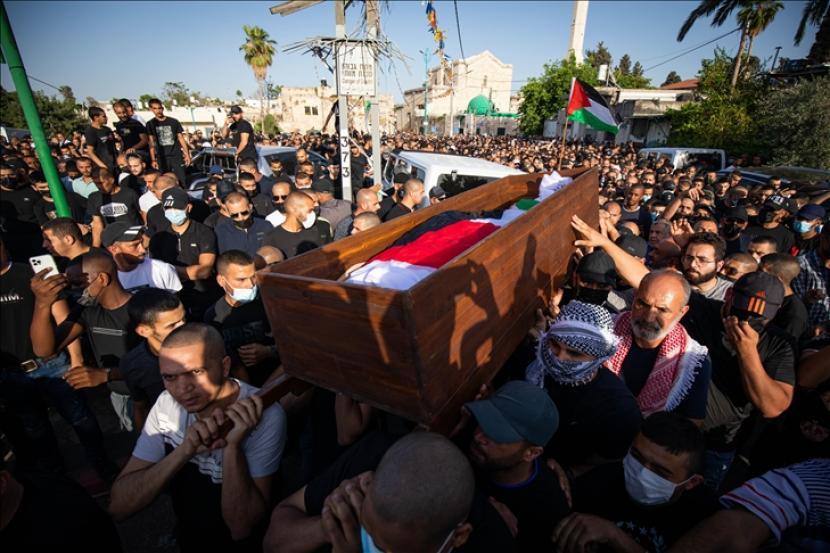 Polisi Israel pada Kamis (17/6) menangkap Sheikh Yousef al-Baz, 63, imam dan khatib Masjid Agung di Kota Lid, Israel tengah.