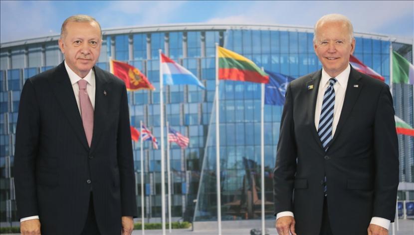 Presiden Turki Recep Tayyip Erdogan menegaskan kepada rekan sejawatnya dari Amerika Serikat bahwa Ankara tidak akan mengubah kebijakannya soal jet tempur F-35 dan sistem pertahanan rudal S-400 Rusia.
