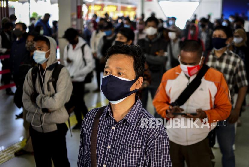 Kepatuhan protokol kesehatan masyarakat meningkat di sejumlah daerah. Ilustrasi protokol kesehatan