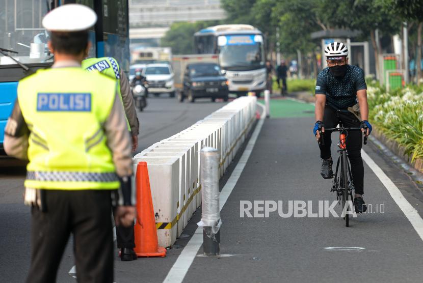 Fraksi PAN DPRD DKI Jakarta mengatakan pembongkaran jalur sepeda permanen di Jalan Sudirman-Thamrin bukan sebuah solusi dalam mengharmonisasikan sesama pengguna jalan raya.