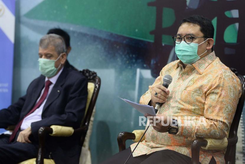 Ketua Badan Kerja Sama Antar Parlemen (BKSAP) DPR Fadli Zon bersama Duta Besar Palestina untuk Indonesia Zuhair Al Shun (kiri) di kompleks Parlemen, Senayan, Jakarta Pusat.