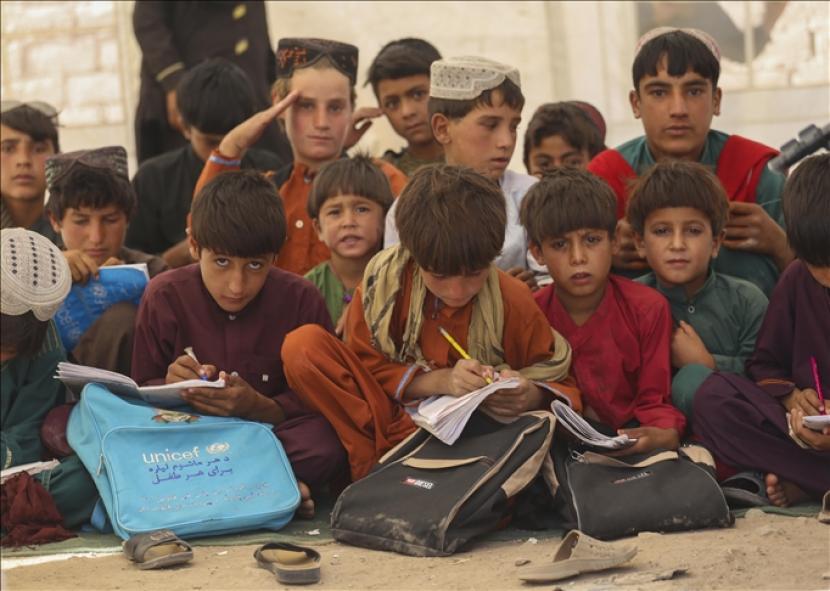 Kepala WHO mengunjungi Kabul di tengah meningkatnya krisis kemanusiaan di Afghanistan.