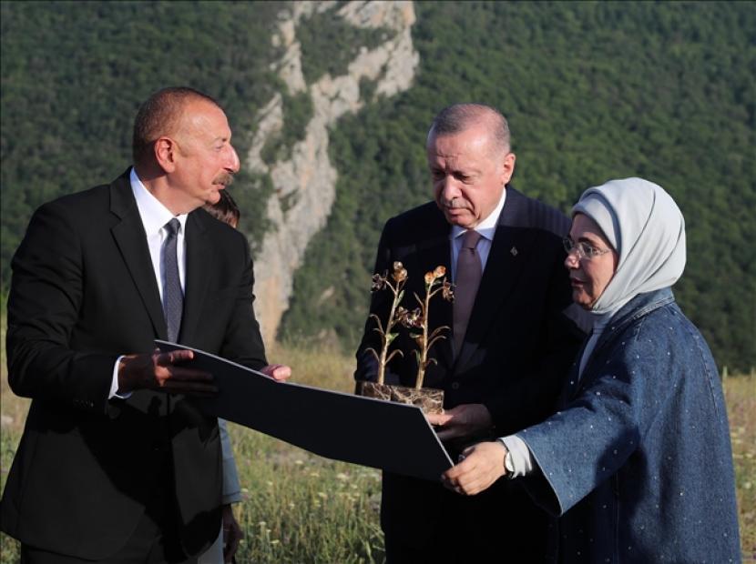Presiden Turki Recep Tayyip Erdogan pada Selasa mengatakan dia menggantungkan harapan untuk perdamaian regional pada platform enam negara yang terdiri atas Turki, Rusia, Iran, Azerbaijan, Georgia, dan Armenia.