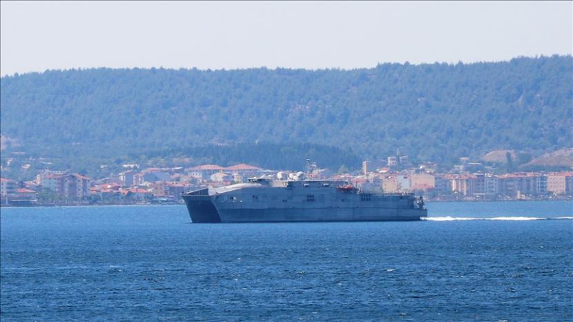 Rusia telah menghentikan kapal perusak Angkatan Laut Kerajaan Inggris yang masuk ke perairannya.