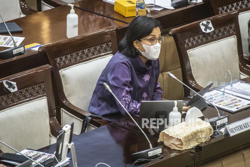 Menteri Keuangan Sri Mulyani mengikuti rapat kerja dengan Komisi XI DPR di Kompleks Parlemen, Senayan, Jakarta. Pemerintah menerapkan kebijakan pengampunan pajak atau tax amnesty pada 2016-2017. Adanya kebijakan tersebut negara mendapatkan penerimaan sebesar Rp 114,54 triliun yang merupakan uang tebusan atau sanksi administrasi atas keterlambatan pelaporan harta dan pembayaran pajak.