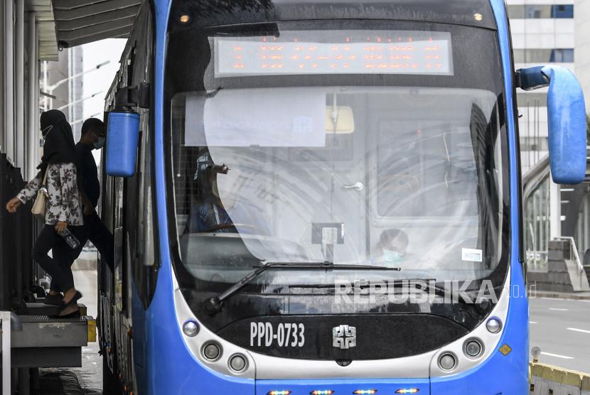 PT Transportasi Jakarta (Transjakarta) memastikan tetap beroperasi saat Idulfitri 1442 Hijriah, Kamis (13/5) hari ini.