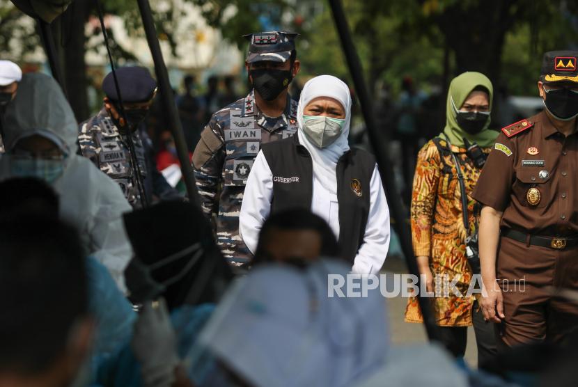 Gubernur Jawa Timur Khofifah Indar Parawansa (ketiga kanan)