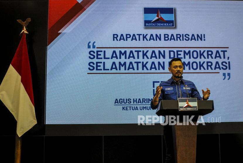 Ketua umum Parta Demokrat Agus Harimurti Yudhoyono (AHY) saat memberikan keterangan pers di Kantor DPP Partai Demokrat, Jakarta, Jumat (5/3). AHY mengatakan bahwa Kongres Luar Biasa (KLB) yang digelar di Deli Serdang, Sumatera Utara ilegal dan juga inkonstitusional serta tidak sesuai dengan AD/ART yang telah diakui pemerintah. Republika/Putra M. Akbar