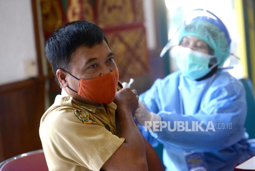 Aparatur sipil negara (ASN) mengikuti vaksinasi Covid-19 massal untuk ASN dan tenaga pendidik di Balai Kota Yogyakarta. (ilustrasi)
