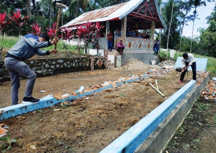 Kuburan Sepanjang 12 Meter di Padang Pariaman Sumbar Dibongkar MUI