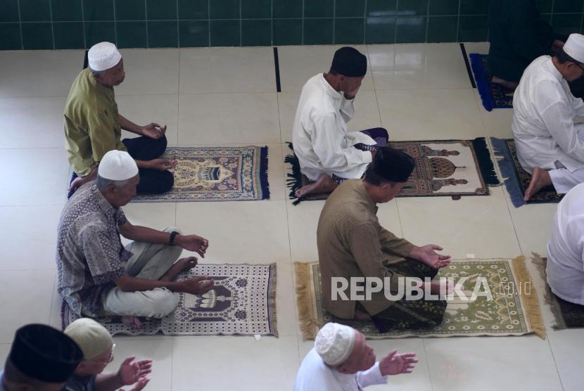 Rasulullah SAW ungkap tanda sabar dan iman kepada Ali bin Abi Thalib RA. Ilustrasi orang sabar