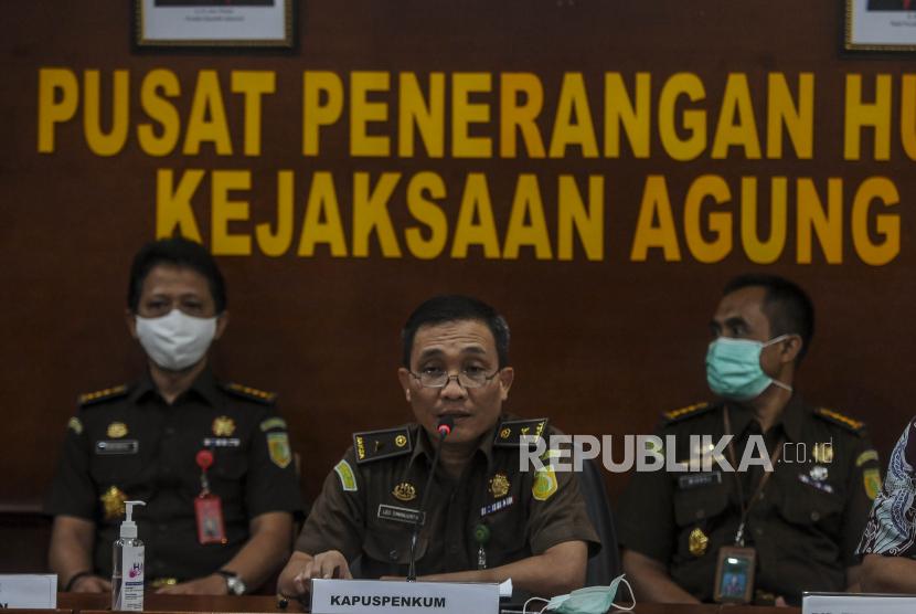 Kepala Pusat Penerangan Hukum Kejaksaan Agung Leonard Eben Ezer Simanjuntak (tengah).
