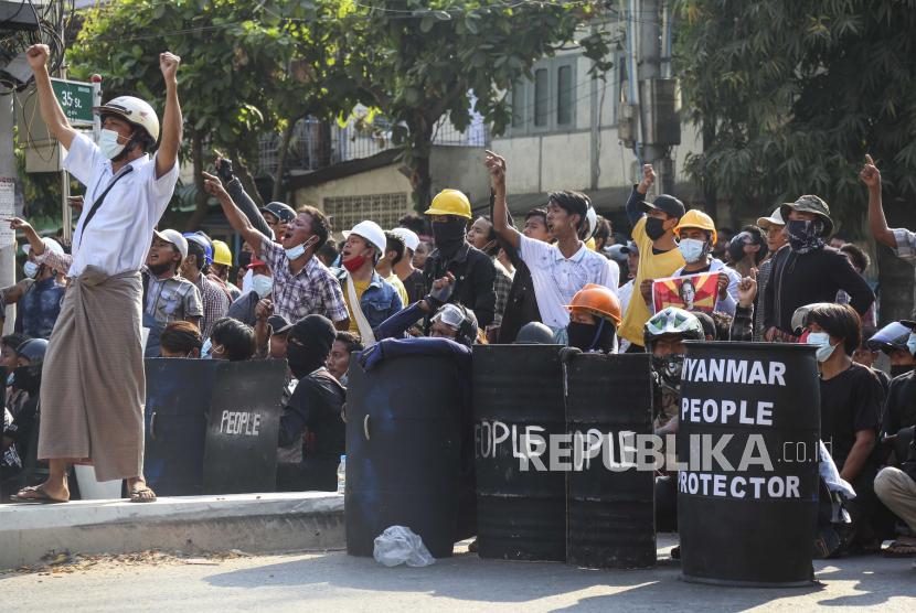 Demo Meluas, Puluhan Ribu Orang Penuhi Jalan-Jalan Myanmar