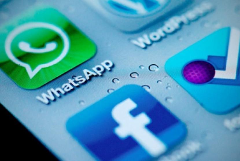 Facebook membeli WhatsApp. (Ilustrasi)