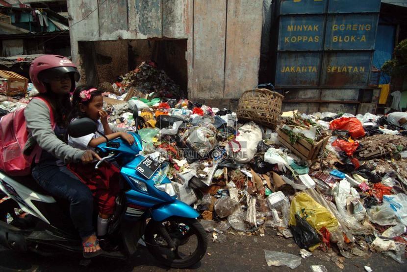 Tumpukan sampah -ilustrasi-      (Republika/Raisan Al Farisi)