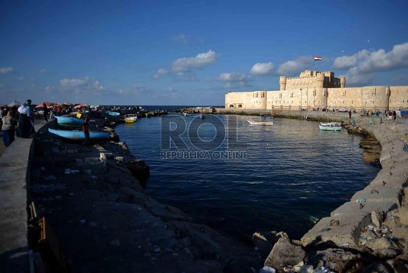 Suasana kawasan Benteng Qaitbay yang terletak di tepi laut Mediterania, Kota Alexandria, Mesir.   (Republika/Agung Supriyanto)
